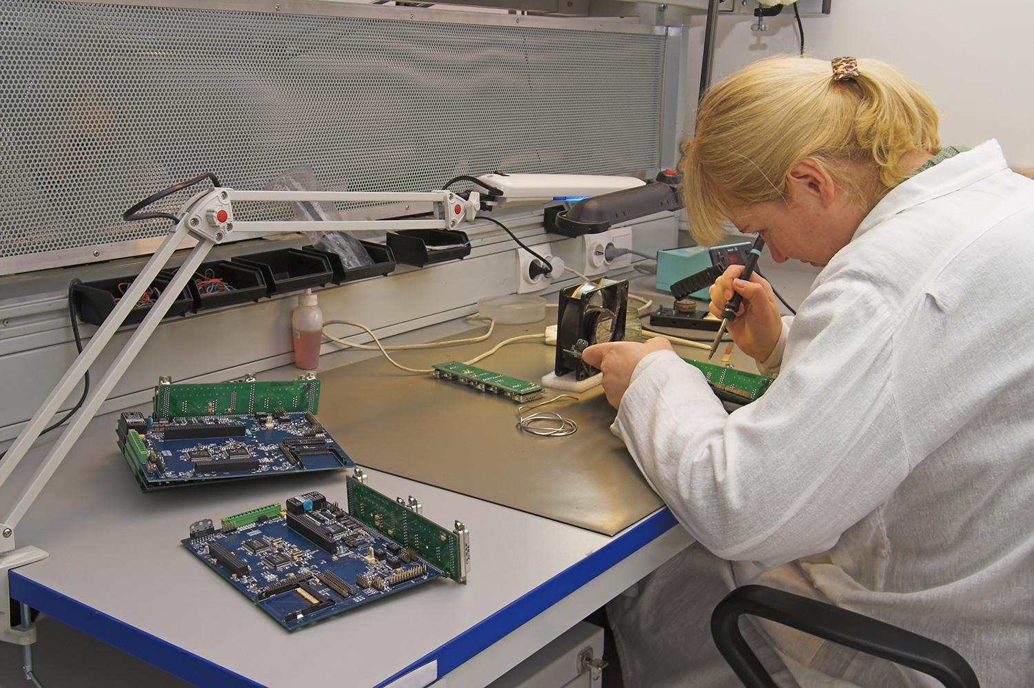 Corporate Services, Inc. is hiring Electronic Assemblers — up to $15.00/hour — apply today!